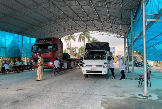 Phát hiện ca COVID-19, Quảng Ninh dừng tất cả phương tiện chở người ra vào tỉnh