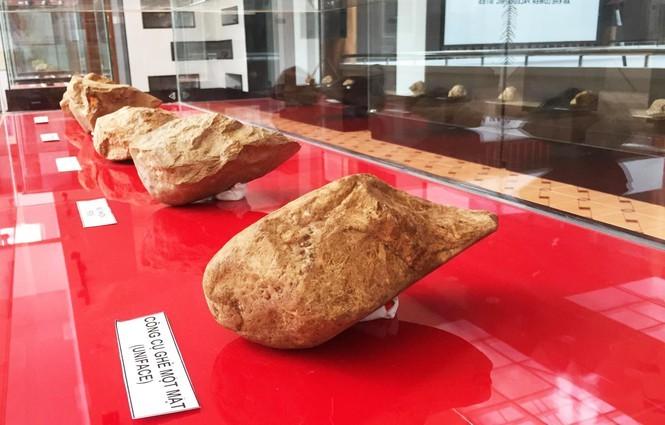 Công cụ ghè một mặt được tìm thấy ở xã An Bình, thị xã An Khê