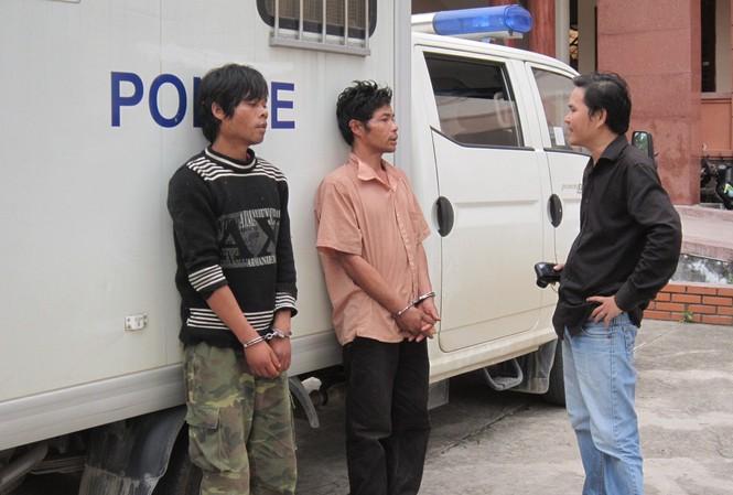 Hai kẻ sát nhân Hồ Văn Công và Hồ Văn Thành (trái) tại Công an Quảng Trị. Ảnh: H.T