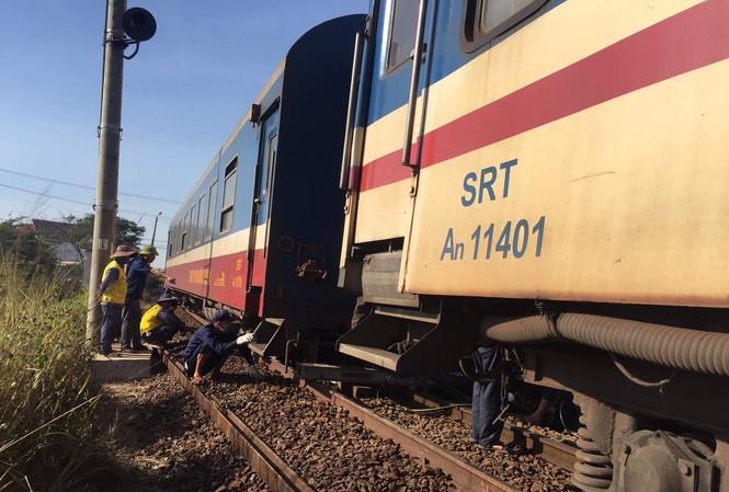 Tàu trật bánh, tuyến đường sắt Bắc - Nam bị ảnh hưởng