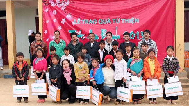 Tết An Bình là một trong những chương trình thiện nguyện trọng điểm thường niên của ABBANK nhằm chia sẻ với người nghèo cả nước trước mỗi dịp Tết cổ truyền Việt Nam.
