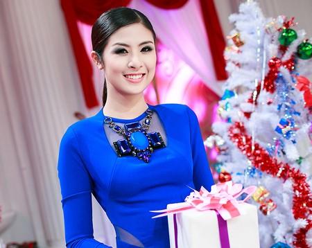 """Hoa hậu Ngọc Hân dẫn chương trình """"Vang mãi bản hùng ca"""""""