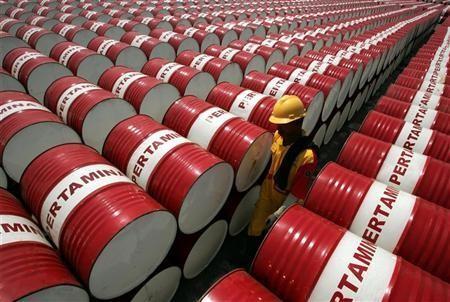 Giá dầu thô đâm thủng mốc 50 USD/thùng