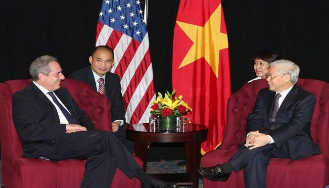 Tổng Bí thư Nguyễn Phú Trọng tiếp Đại diện Thương mại Mỹ Michael Froman. Ảnh: TTXVN.
