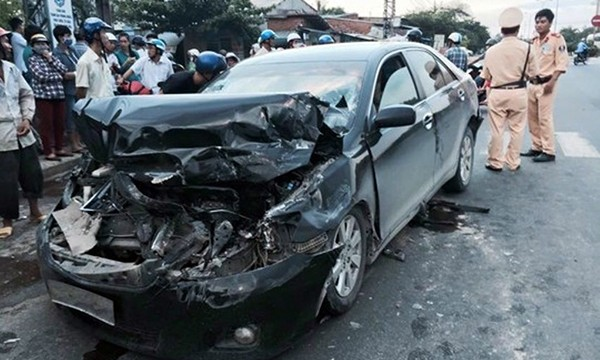 Chiếc xe Camry gây tai nạn. Ảnh: Báo CAND.