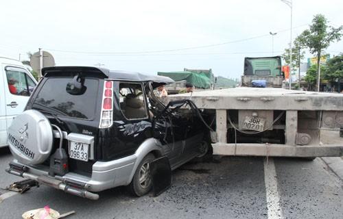 Hiện trường vụ tai nạn thảm khốc ở Thanh Hóa. Ảnh: Vnexpress