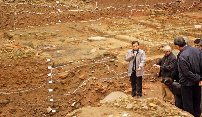 Các nhà khoa học, khảo cổ nói rằng kết quả khai quật càng khẳng định giá trị to lớn của di sản thế giới Hoàng thành Thăng Long. Ảnh: Toan Toan.
