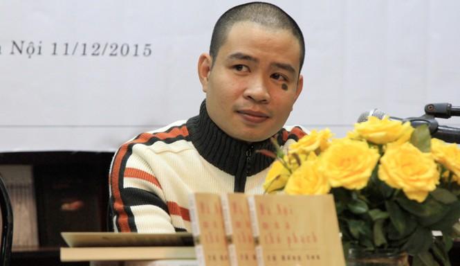 Cây bút trẻ Từ Hồng Sơn.  Ảnh: N.M.Hà.