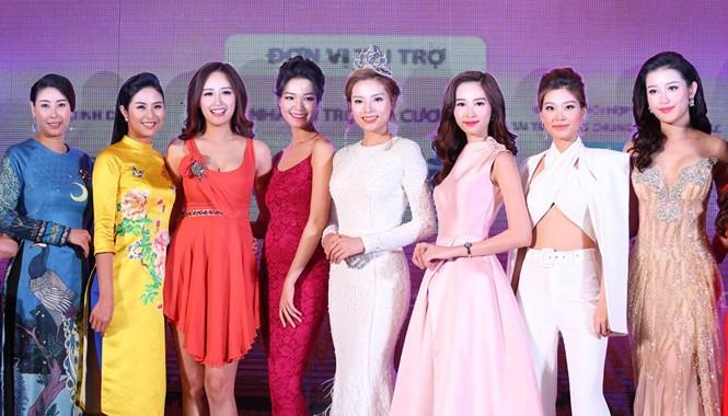 Các Hoa hậu và cựu Hoa hậu Việt Nam tại cuộc họp báo Hoa hậu Việt Nam 2016. Ảnh: P.V.