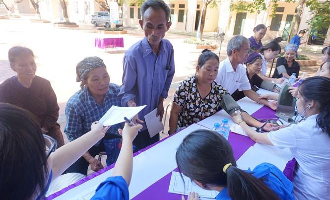 Thành Đoàn Hà Nội tổ chức khám bệnh, cấp phát thuốc miễn phí cho các đối tượng chính sách.