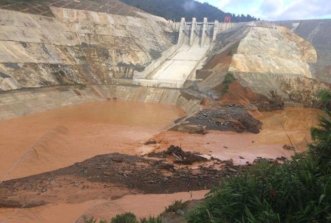 Vỡ đường dẫn thủy điện Sông Bung 2: Bất thường việc đóng cửa van hầm dẫn dòng