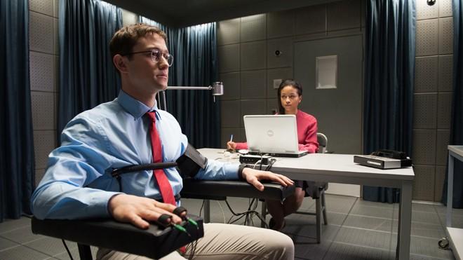 Gordon-Levitt, diễn viên có ngoại hình giống Snowden và diễn xuất được đánh giá cao trong phim Snowden.