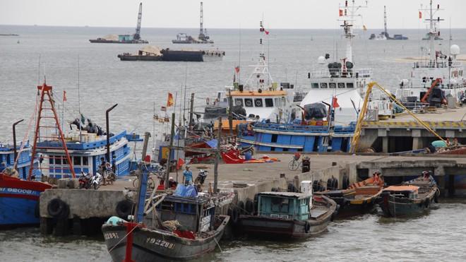 Tàu thuyền vẫn nằm bờ  bởi sự cố môi trường Formosa Ảnh: H.T.