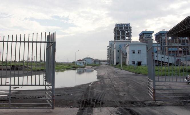 Nhà máy Đạm Ninh Bình không chỉ nổi tiếng vì việc liên tục bị thua lỗ mà còn bị điều tiếng vì việc em trai của Chủ tịch Tập đoàn Hóa chất được điều về làm lãnh đạo tại đây. Ảnh: Minh Đức.