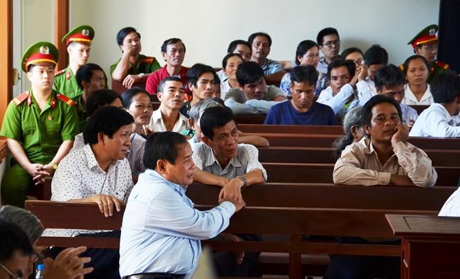 Nhiều người liên quan được triệu tập đến phiên tòa.