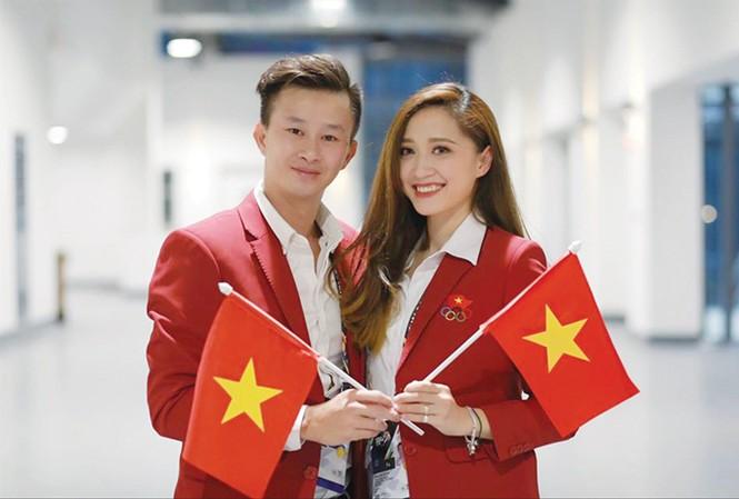 Cặp đôi vàng Thu Hà - Minh Sang mừng tấm HCB TDNT trong lần đầu tiên TDNT Việt Nam tham dự bài thi nhóm. Ảnh: P.S.