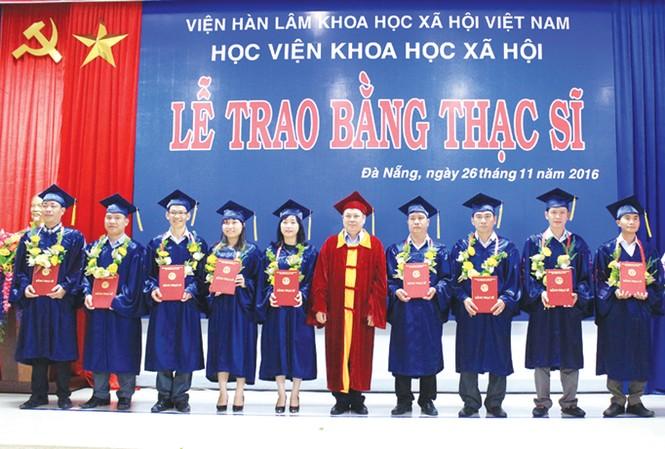 Một buổi lễ tốt nghiệp thạc sĩ tại Học viện Khoa học xã hội thuộc Viện Hàn lâm KHXH Việt Nam.