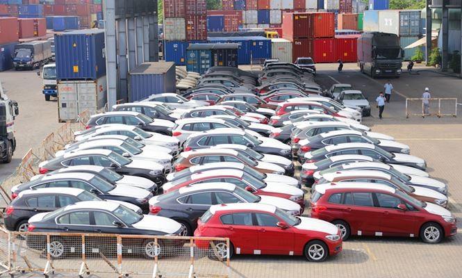 Lô xe hơn 600 chiếc BMW của Tập đoàn BMW vẫn đang nằm lưu bãi ở cảng VICT, TPHCM. Ảnh: Hân Nguyễn.