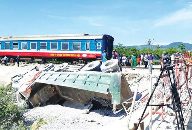 Vụ tai nạn đường sắt ngày 24/5 ở Tĩnh Gia, Thanh Hóa khiến 12 người thương vong. Ảnh: Hoàng Lam.