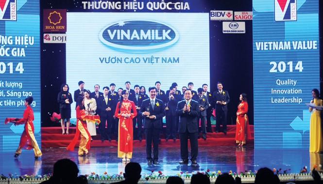 Vinamilk là thương hiệu sữa duy nhất trong ngành sữa Việt Nam tiếp tục được vinh danh Thương hiệu Quốc gia năm 2014