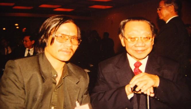 Tác giả với GS Trần Văn Khê tại Paris 5/2000
