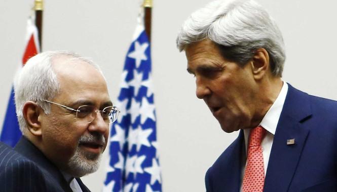 Ngoại trưởng Mỹ John Kerry và Ngoại trưởng Iran Mohammad Javad Zarif (trái). Ảnh: Guardian