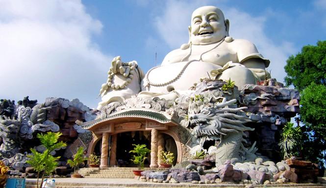 Tượng Phật Di Lặc trên đỉnh núi Cấm, An Giang. Ảnh: Bùi Thụy Đào Nguyên