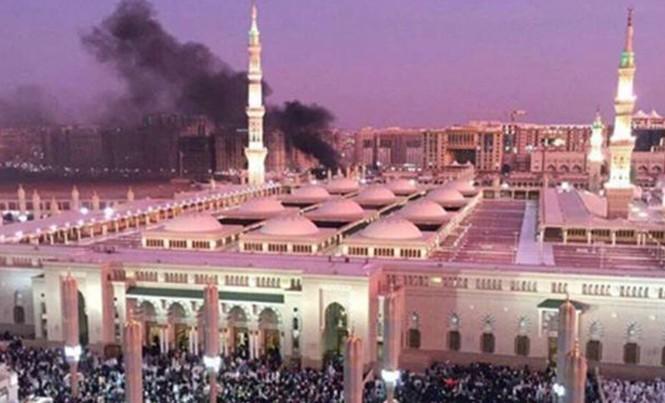 Một vụ đánh bom tự sát diễn ra gần Thánh đường Nhà tiên tri - địa điểm linh thiêng thứ nhì của Hồi giáo. Ảnh: EPA