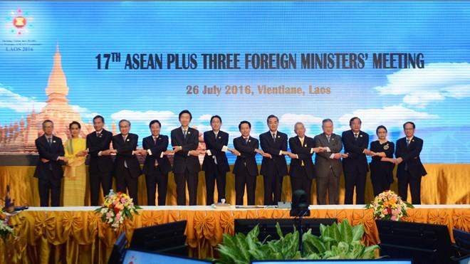 Các đại biểu tham dự Hội nghị Bộ trưởng Ngoại giao ASEAN+3 lần thứ 17 tại Vientiane. Nguồn: TTXVN