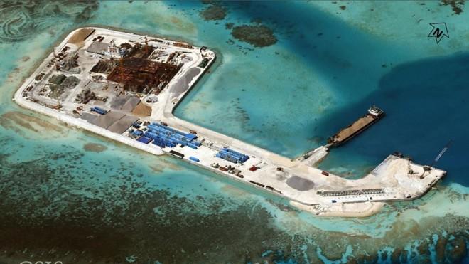 Hoạt động cải tạo đảo của Trung Quốc ở Biển Đông gây quan ngại. Ảnh: business insider