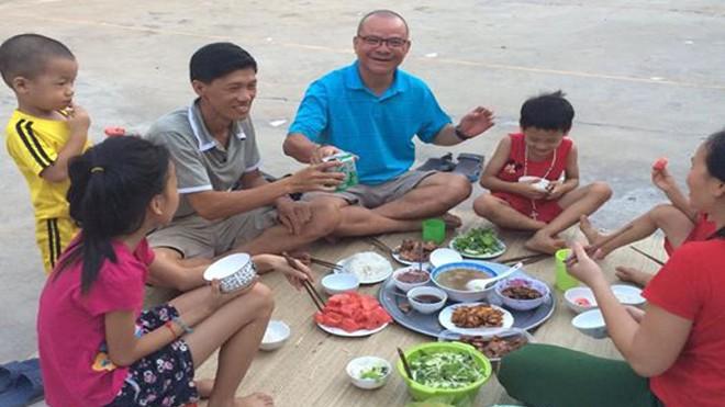 Ăn cơm với một gia đình ngư dân ở Kỳ Phương, Kỳ Anh, Hà Tĩnh.