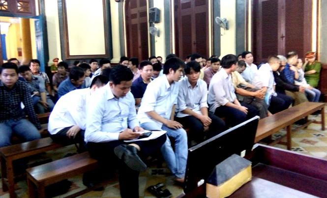 Các bị cáo tại phiên tòa ngày 24/11. Ảnh: Tân Châu
