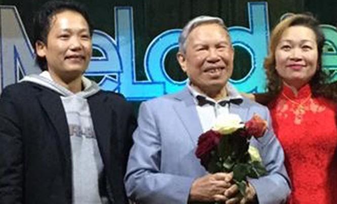 Vợ chồng Hải Sam với nghệ sỹ Kiều Hưng (giữa) trong một chương trình ca nhạc ở hải ngoại