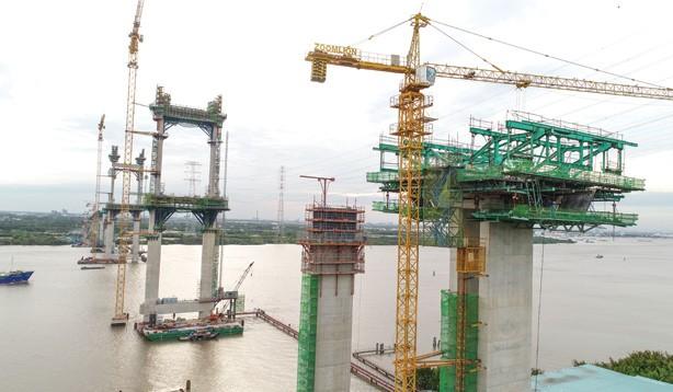 Hình ảnh những trụ cầu cao nhất tại cầu Phước Khánh.