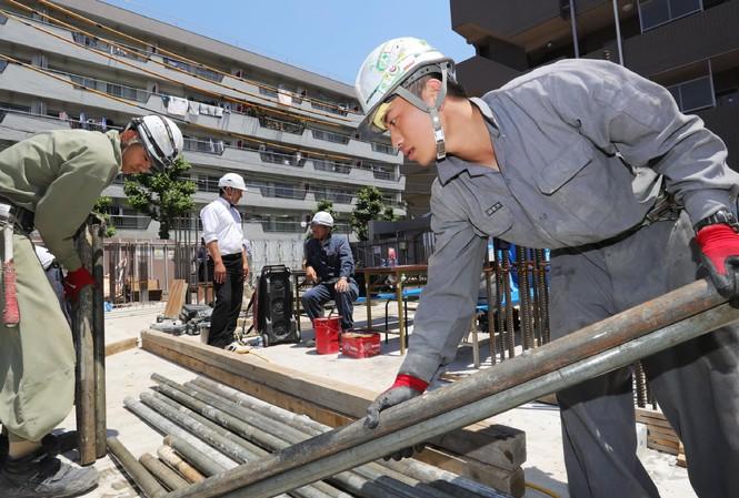 Lao động Việt Nam tại một công trường xây dựng ở Nhật Bản Ảnh: Nikkei Asian Review