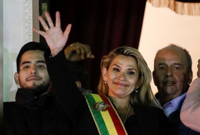 Bà Anez tuyên bố mình là tổng thống lâm thời Bolivia Ảnh: Reuters