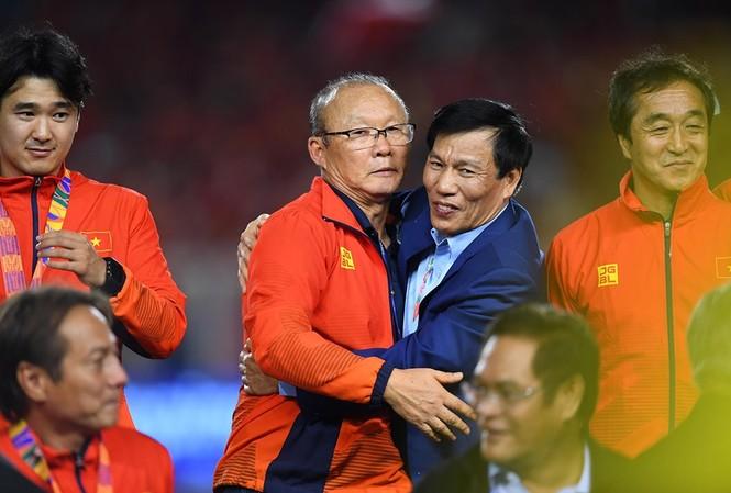 HLV Park Hang Seo và Bộ trưởng VHTTDL Nguyễn Ngọc Thiện ảnh: Tuấn Hải