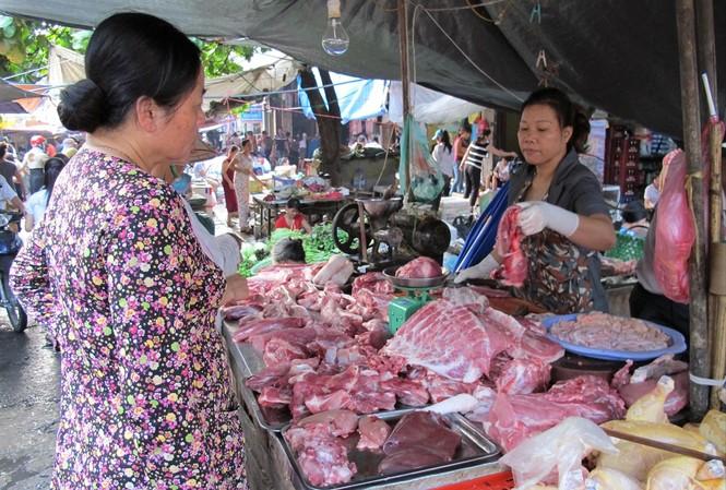 Bộ NN&PTNT báo cáo Thủ tướng và kiến nghị cho nhập khẩu để bù đắp lượng thịt lợn thiếu hụt trong nước.  Ảnh: Bình Phương