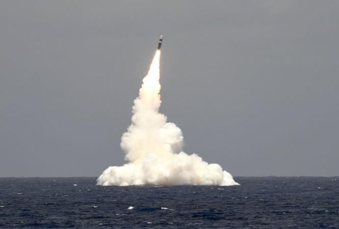 Tàu ngầm USS Rhode Island phóng tên lửa Trident II (không mang đầu đạn hạt nhân) từ ngoài khơi bang Florida ngày 9/5/2019. Ảnh: US Navy