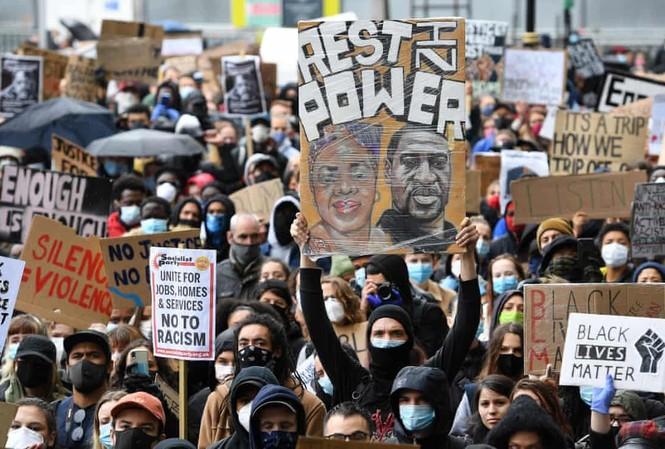 Người biểu tình Anh tại thủ đô London. Ảnh: EPA.