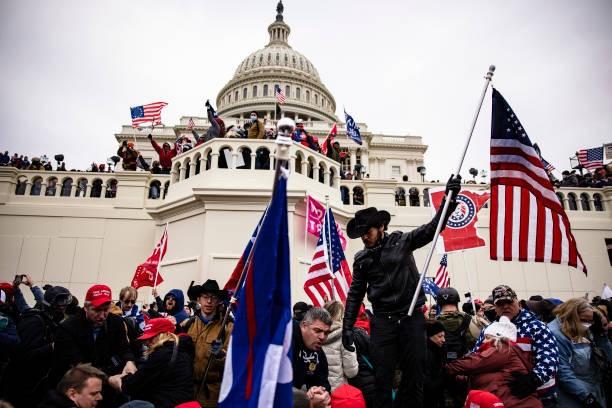 Mỹ truy tìm chủ mưu vụ bạo loạn Đồi Capitol