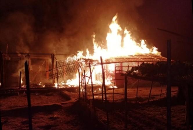 Myanmar: Hỏa hoạn lớn ở trại tị nạn của người Rohingya, 50.000 người phải sơ tán - ảnh 1