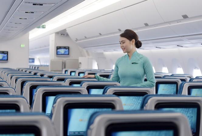 Bộ trưởng Nguyễn Văn Thể gửi lời khen ngợi 2 tiếp viên Vietnam Airline trong vụ nhặt được đồ của hành khách