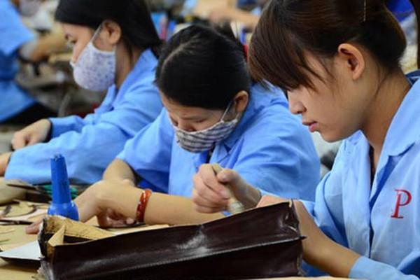 Lao động nữ đi làm vào ngày 'đèn đỏ' sẽ được hưởng thêm lương