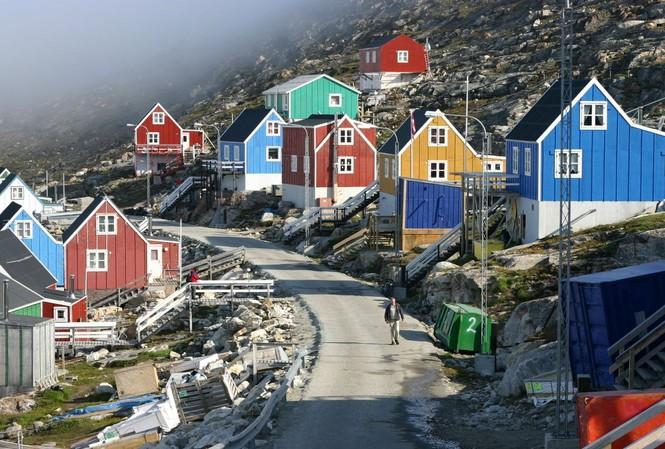Greenland với gần 2,2 triệu km2 chỉ có 57.000 dân. Ảnh: Sky News