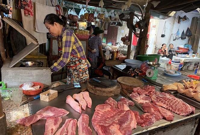 Thịt lợn bán ở chợ dân sinh Hà Nội. Ảnh: H.M