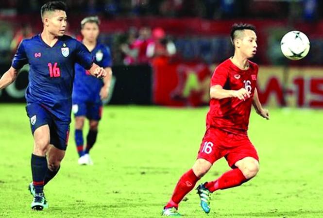 Cầu thủ Hùng Dũng trong trận gặp Thái Lan. Ảnh: P.V