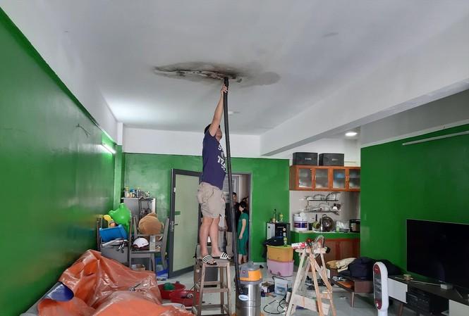 Một căn hộ bị thấm nước, dẫn đến cháy, chập điện