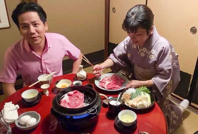 Khoa Pug trong video gây tranh cãi khi dựng chuyện phục vụ người Nhật xin được đút cơm cho người quay phim
