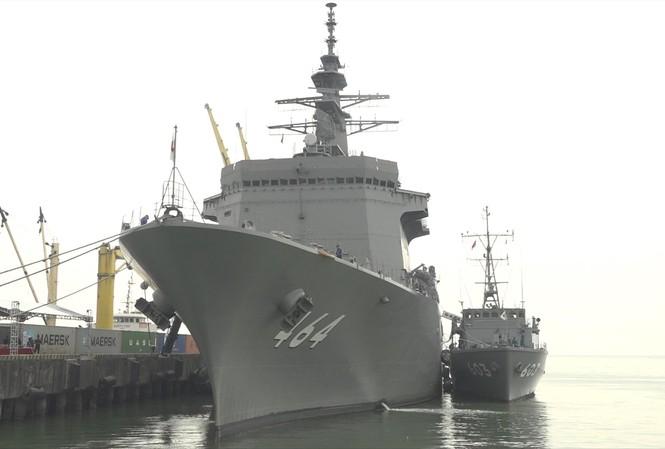 Hai tàu quét mìn thuộc Lực lượng Tự vệ trên biển Nhật Bản cập cảng Tiên Sa